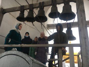 Послушание студентов на колокольне монастыря